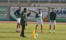 Alberto González, técnico de CD El Ejido, es el más 'fijo' de Segunda B