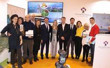El Ejido entrega en Fitur sus premios al Mérito Turístico a La Cubana y Els Joglars