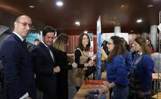Cientos de estudiantes participan en la Feria de Universidad y Empleo del Sek Alborán
