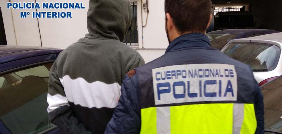 Tres detenidos por robar trasteros y 15 vehículos en un aparcamiento