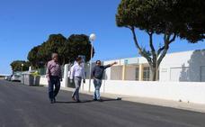 El Ayuntamiento refuerza el pavimento en las calles principales de San Agustín