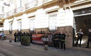 Los Bomberos del Poniente denuncian inseguridad y equipos en mal estado