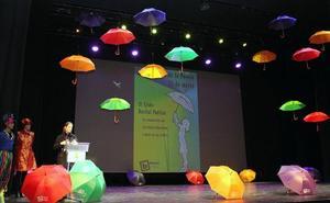 Medio millar de escolares ejidenses conmemoran con versos el día de la Poesía