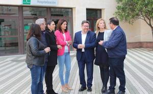 El PSOE denuncia un recorte de servicios previsto por la Junta en el Hospital de Poniente