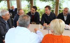 El alcalde muestra a los empresarios de la avenida El Treinta el proyecto de reforma