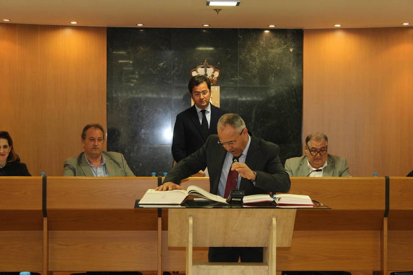 Seis concejales toman posesión del cargo en el Pleno de abril