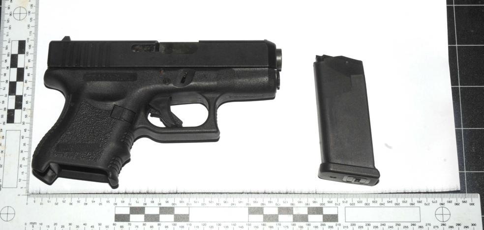 Dos detenidos en El Ejido con un machete y una pistola «dispuesta para hacer fuego»