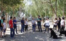IU realiza una marcha para presentar sus propuestas municipales animalistas