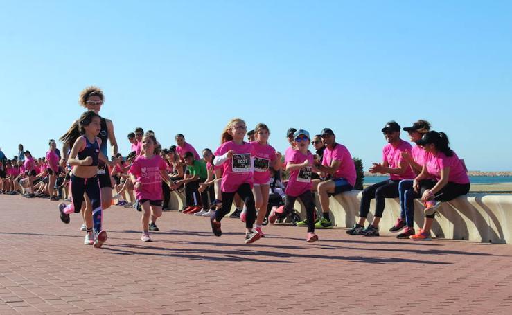 Más de 800 personas participan en la VI Carrera de la Mujer