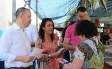 La presidenta del Parlamento andaluz visita Balerma junto al candidato de Ciudadanos