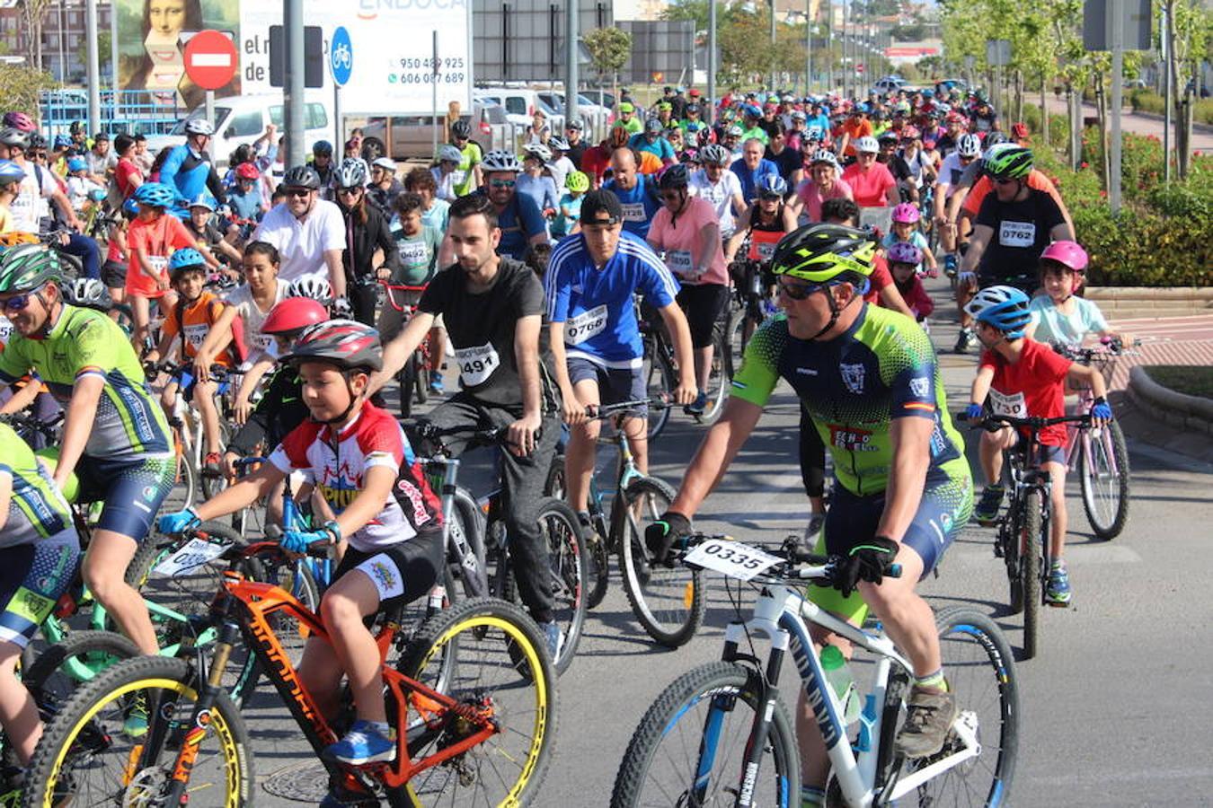 Los ejidenses disfrutan del Día de la Bicicleta