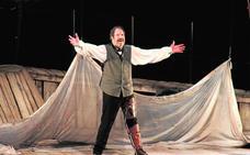 Un estelar Josep María Pou presenta en El Ejido el último pase del espectáculo 'Moby Dick'