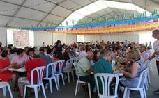 Miles de personas disfrutan de los tradicionales 'huevos con chorizo' en La Aldeílla