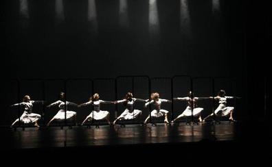 Las alumnas del Conservatorio de Danza Kina Jiménez ponen arte y magia en escena