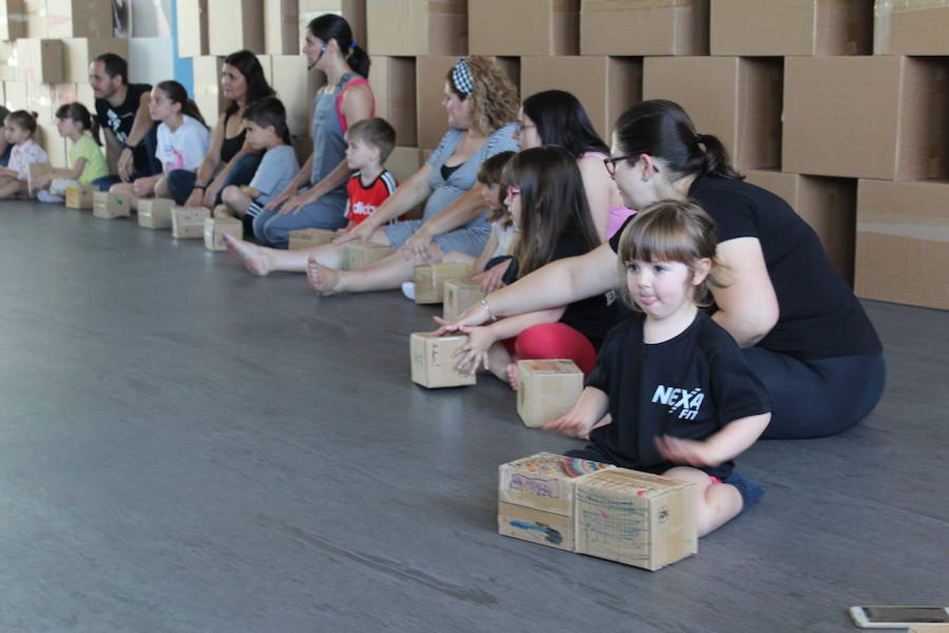 1f4958fd5aa2 Decenas de niños disfrutan del teatro más sugerente con Un Mundo de Cartón