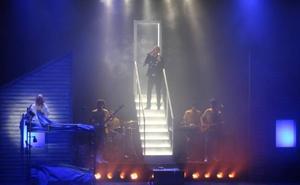'La Llamada' levanta al Auditorio de El Ejido en el estreno de su gira