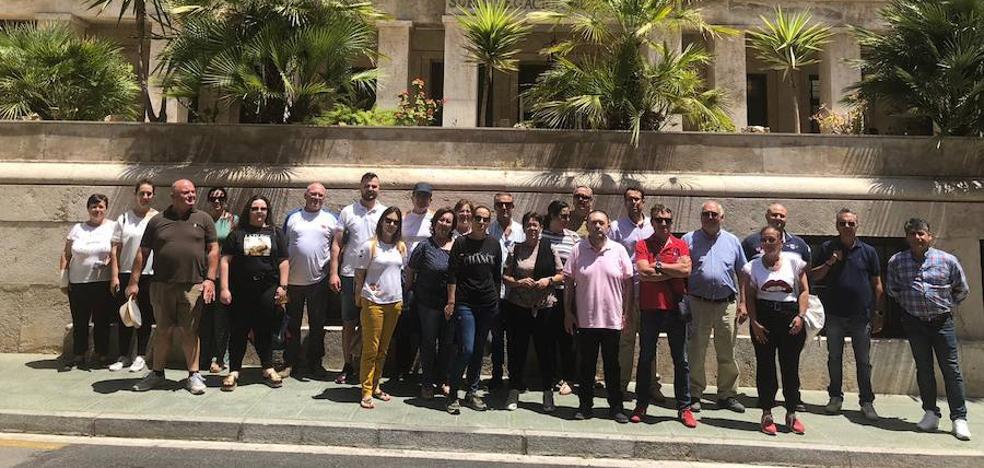 Finaliza el encierro de los cuatro barlermeros en Costas con una reunión con el Subdelegado del Gobierno