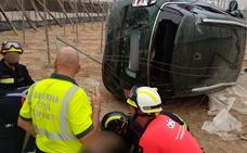 Se despeña con su coche y cae dentro de un invernadero en El Ejido