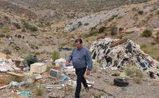El PSOE de El Ejido exige a Ayuntamiento y Junta la limpieza en entornos rurales 'sucios'