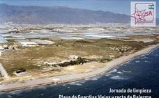 Juventudes Socialistas organiza una limpieza en la playa de Guardias Viejas y Balerma