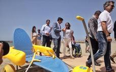 El Ayuntamiento instala nuevas duchas adaptadas en las playas ejidenses