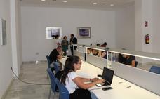 La sala de estudio y lectura de Almerimar funciona a pleno rendimiento