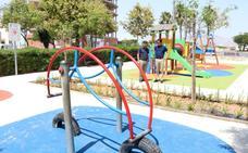 La plaza de la Alpujarra suma nuevos columpios y se hace más inclusiva