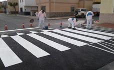 El Ayuntamiento mejora la señalización en el entorno de los centros educativos