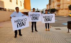 El PSOE denuncia largas colas diarias en los centros de salud para conseguir cita
