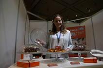 Variedad de productos y expositores en Granada Gourmet