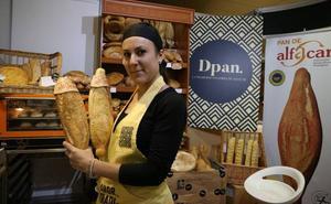 Una treintena de expositores venden sus productos en Granada Gourmet