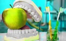 Fruta y cepillado dental, un cóctel explosivo contra el esmalte