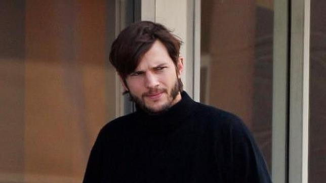 Ashton Kutcher ya luce como Steve Jobs (fotos)