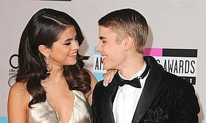 Justin Bieber derrite a Selena Gomez cantando 'As long as you love me' (foto)