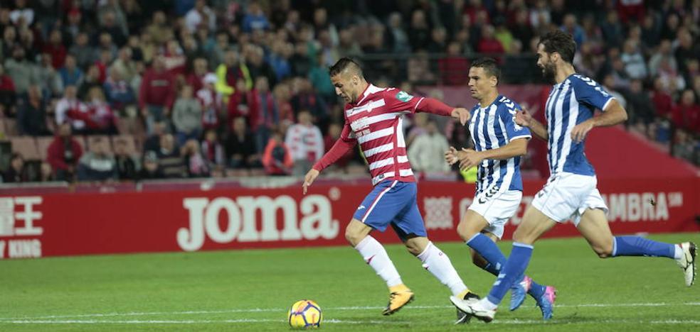 Rey Manaj juega media parte en un desastroso partido de Albania