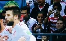 Un aficionado del Granada presume de sus colores en el Mundial