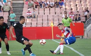 Los penaltis premian al Málaga y dan emoción a un partido gris