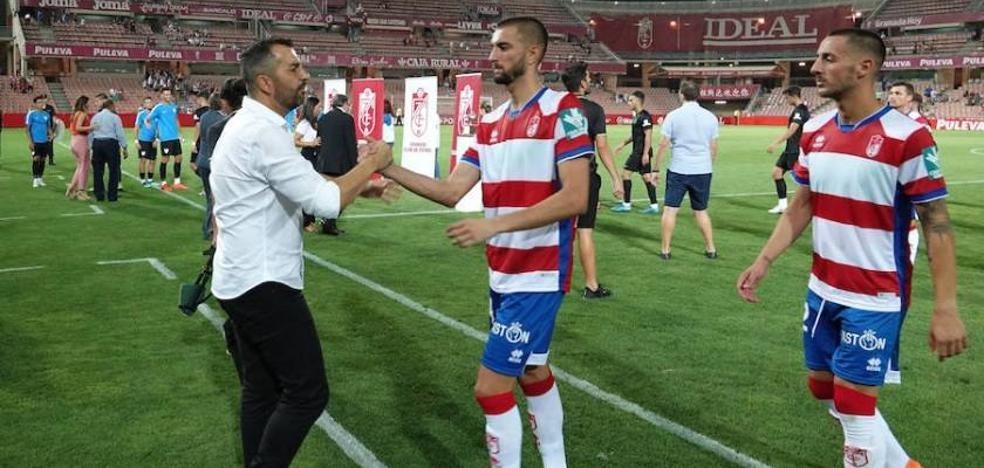 José González renueva con el club y pasa a la primera plantilla