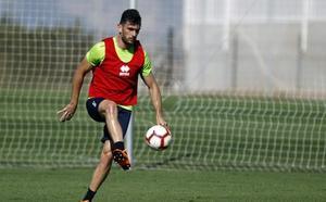 Pablo Vázquez viaja a Alcorcón en una lista de 19 jugadores