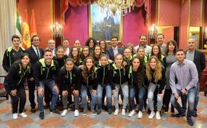 El Granada CF femenino es recibido en el Ayuntamiento