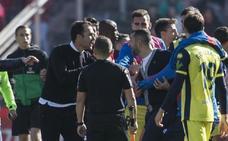 Diego Martínez fue expulsado al final del partido por la tángana