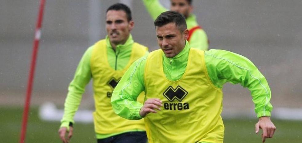 El Granada comienza a preparar el partido ante el Sporting bajo la lluvia