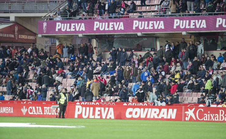 Encuéntrate en la grada en el Granada-Deportivo