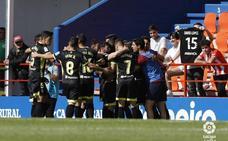 Adrián Ramos amplió la distancia desde los once metros