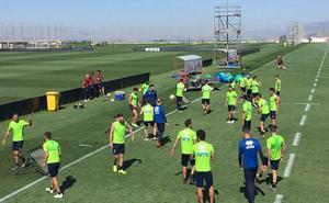 Todos los jugadores entrenan en la primera sesión de la semana
