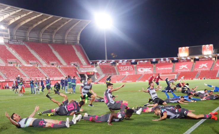 Siéntete un futbolista más: la celebración con los jugadores a pie de campo