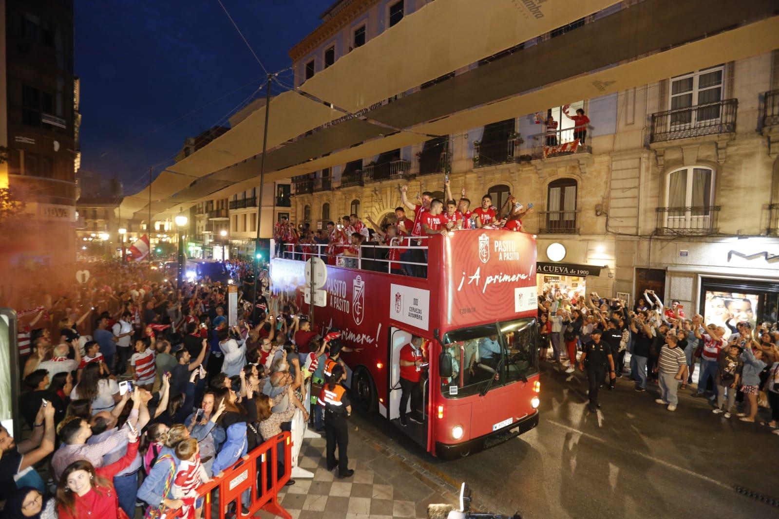 Fin de fiesta en el Ayuntamiento: homenaje a los héroes del ascenso