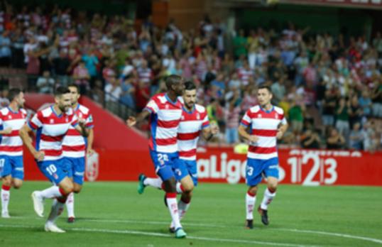 Adrián Ramos confirma que seguirá en el Granada al menos hasta diciembre