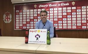 Corona deja en el aire el futuro de Eteki en el Almería
