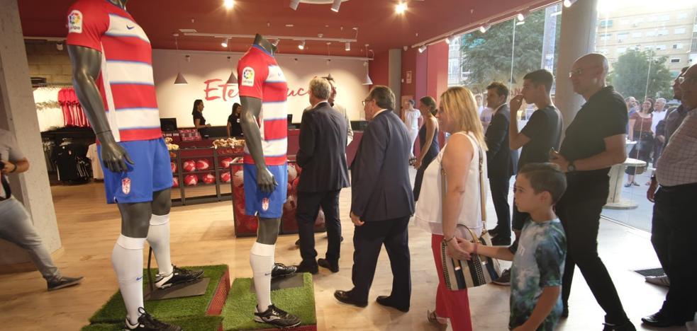 El Granada inaugura su nueva tienda oficial a lo grande